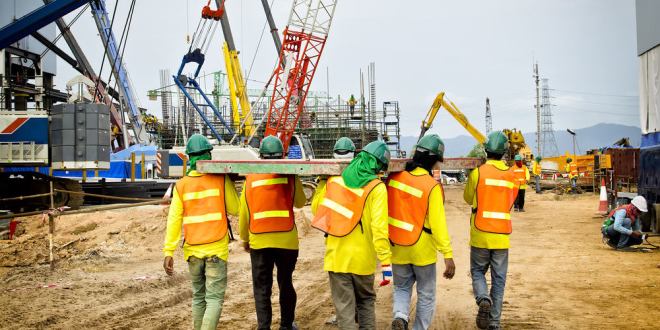 Pro-Tips To Stay Safe At Construction Sites